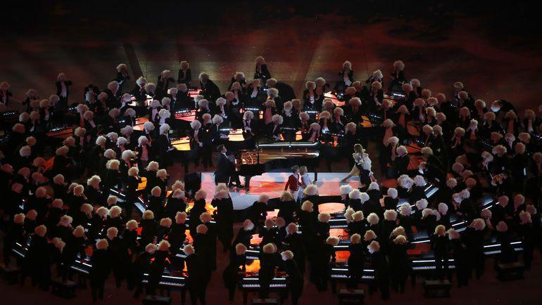 23 февраля 2014 года. Сочи. Денис МАЦУЕВ (в центре). Фото AFP