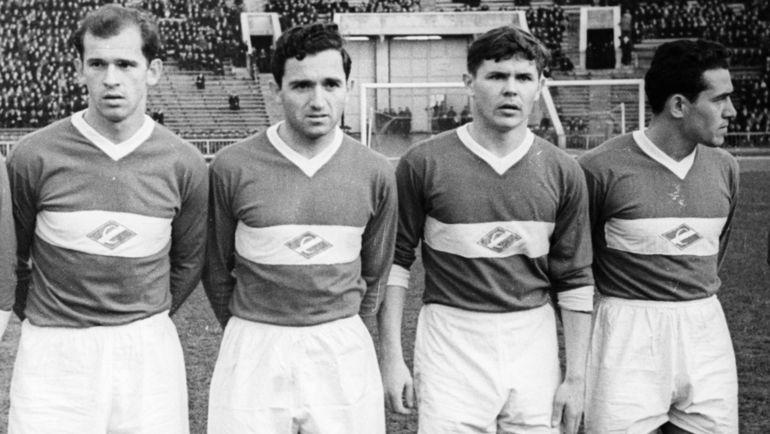 1956 год. Михаил ОГОНЬКОВ, Никита СИМОНЯН, Анатолий ИСАЕВ и Иван МОЗЕР (cлева направо). Фото Олег НЕЕЛОВ