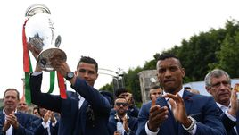 Португалия: из Франции с трофеем