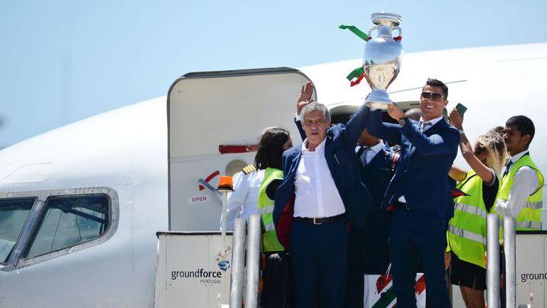 Понедельник. Лиссабон. Сборная Португалии с триумфом позвращается домой.