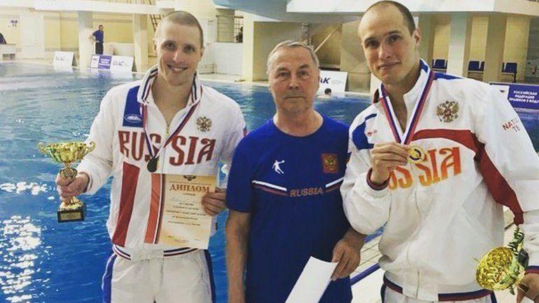 Евгений (слева) и Вячеслав НОВОСЕЛОВЫ с тренером Николаем МАМИНЫМ. Фото Facebook