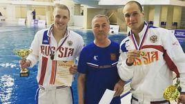 Евгений (слева) и Вячеслав НОВОСЕЛОВЫ с тренером Николаем МАМИНЫМ.