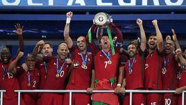 10 июля. Сен-Дени. Португалия - Франция - 1:0. Португальцы празднуют победу на Euro.