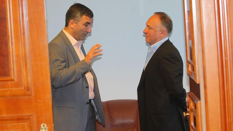 Леонид ВАЙСФЕЛЬД (слева) пока недоступен для интервью. Фото photo.khl.ru