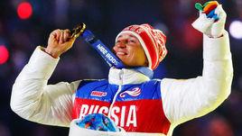 23 февраля 2014 года. Сочи. Александр ЛЕГКОВ с золотой олимпийской медалю за победу в 50-километровом марафоне.