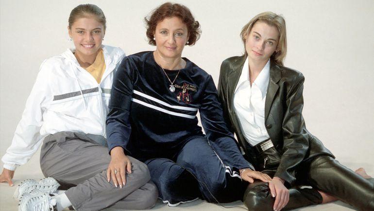Алина КАБАЕВА, Ирина ВИНЕР, Юлия БАРСУКОВА (слева направо).