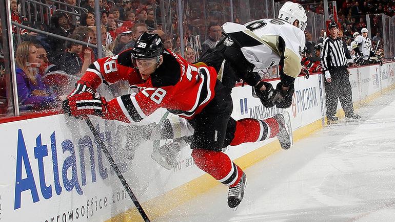 Антон ВОЛЧЕНКОВ (№28) возвращается из НХЛ в КХЛ. Фото AFP