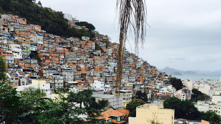 Считать, что фавелы - гнусное место, сплошь населенное бандитами, самый распространенный и, конечно же, ошибочный стереотип о Рио. Фото Дмитрий ЗЕЛЕНОВ, «СЭ»