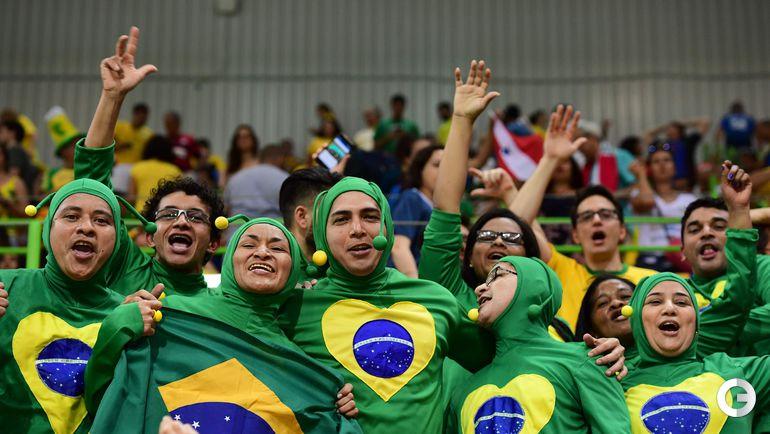 Рио-де-Жанейро. Болельщики сборной Бразилии.
