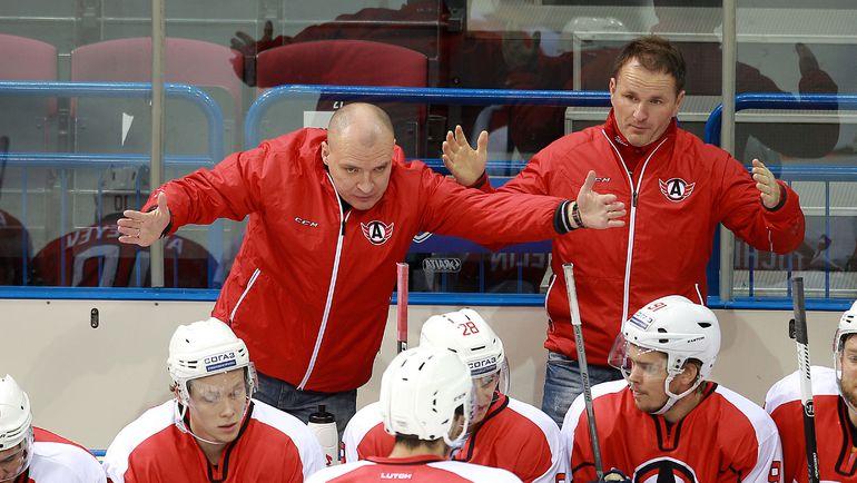 Андрей РАЗИН и его подопечные. Фото photo.khl.ru
