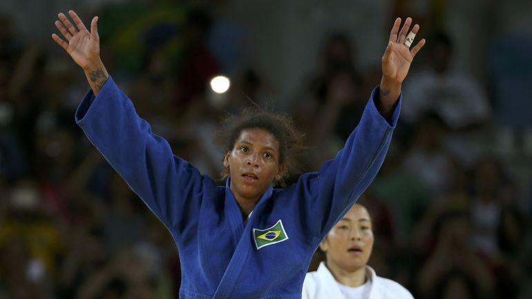 В финале Рафаэла СИЛВА победила Сумию ДОРЖСУРЕН из Монголии. Фото REUTERS
