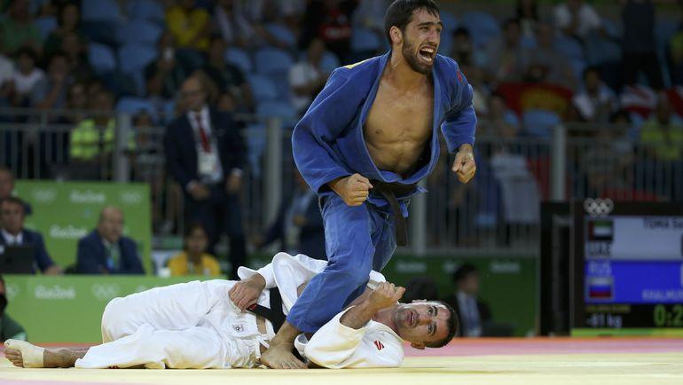 Хасан ХАЛМУРЗАЕВ побеждает Сергея ТОМУ. Фото REUTERS