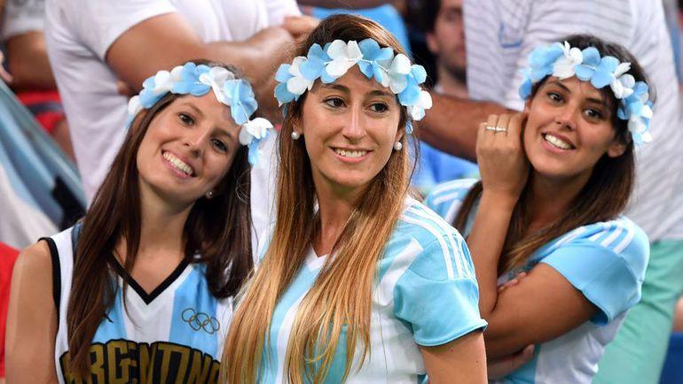 Вторник. Рио-де-Жанейро. Болельщицы сборной Аргентины.