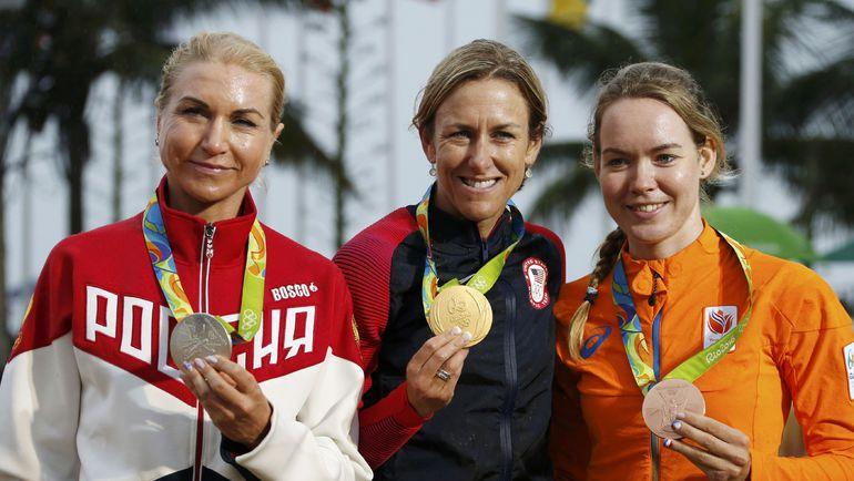 Ольга ЗАБЕЛИНСКАЯ, Кристин АРМСТРОНГ и Анна ВАН ДЕР БРЕГГЕН (слева направо). Фото REUTERS