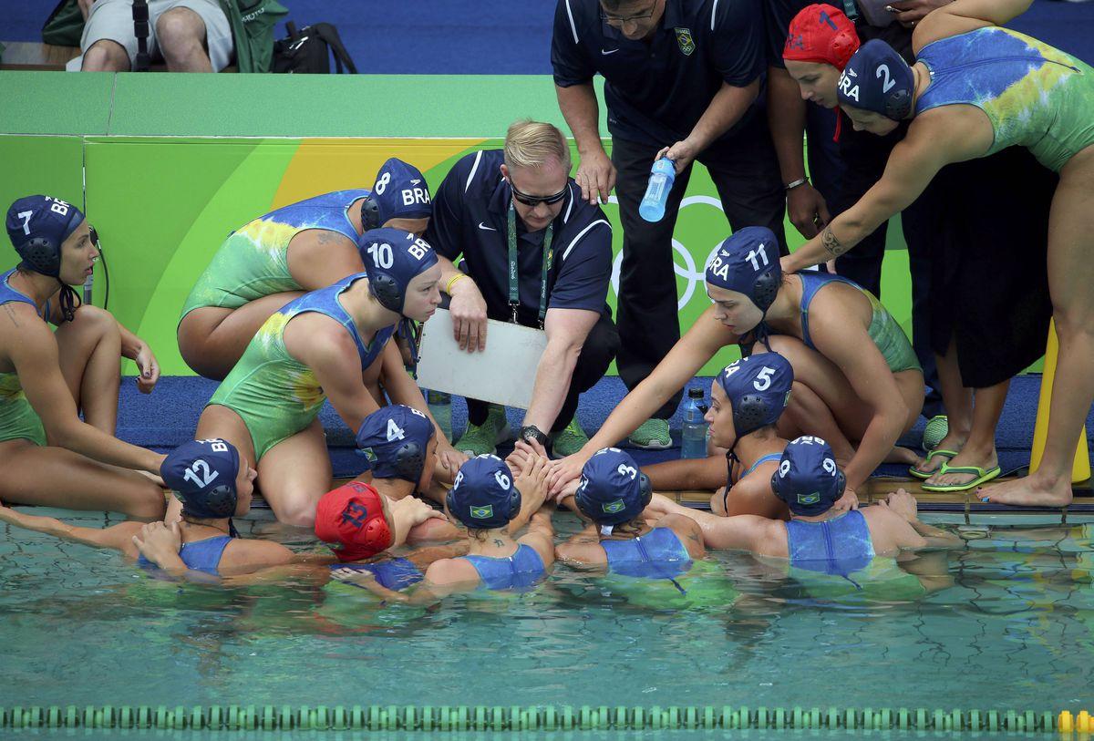 На олимпиаде слетел купальник кто-нибудь разбирается