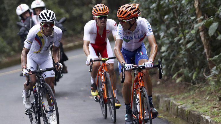 Колумбийский велогонщик Серхио ЭНАО и итальянец Винченцо НИБАЛИ. Фото REUTERS