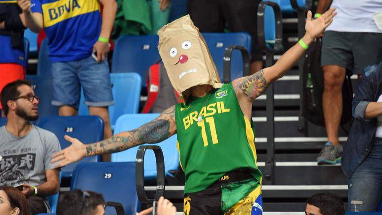 Суббота. Рио-де-Жанейро. Болельщик сборной Бразилии.