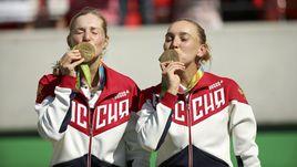 Наши медалисты: от Кафельникова  до Весниной и Макаровой