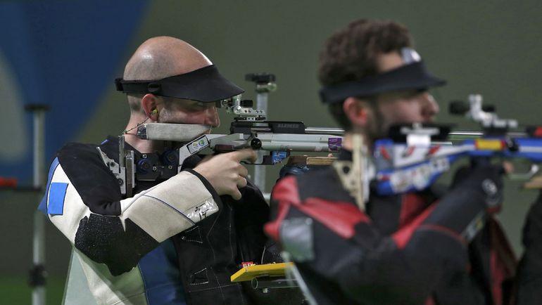 Сергей КАМЕНСКИЙ (справа) и обошедший его Никколо КАМПРИАНИ на изготовке. Фото Reuters