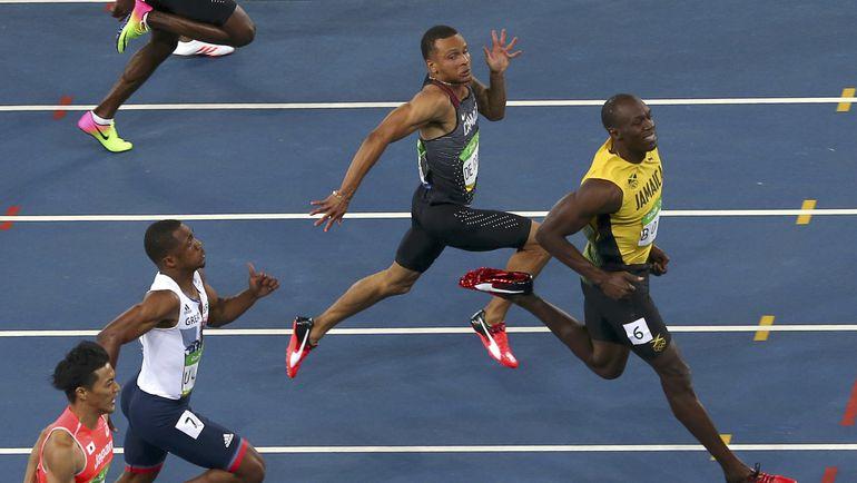 Сегодня. Рио-де-Жанейро. Усэйн БОЛТ выигрывает 100-метровку. Фото REUTERS