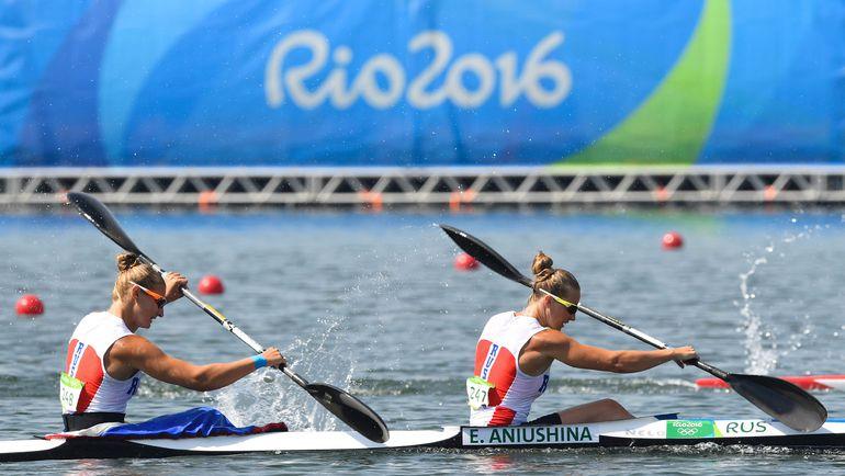 Кира СТЕПАНОВА (слева) и Елена АНЮШИНА. Фото AFP