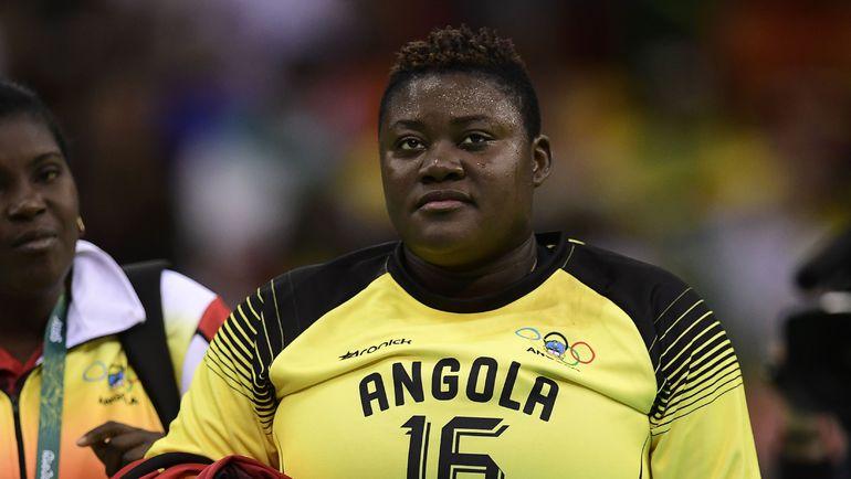 Вратарь сборной Анголы Тереза АЛЬМЕЙДА сразу привлекла внимание всех болельщиков. Фото AFP