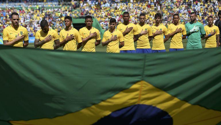 Сборная Бразилии во время гимна. Фото REUTERS