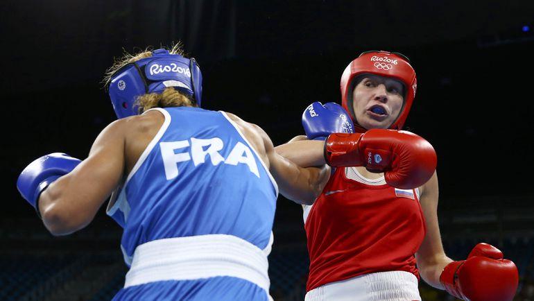 Анастасия БЕЛЯКОВА (справа) против Эстель МОССЕЛИ. Фото REUTERS