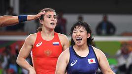 Среда. Рио-де-Жанейро. Наталья ВОРОБЬЕВА (слева) уступила в финале японке Саре Дошо.