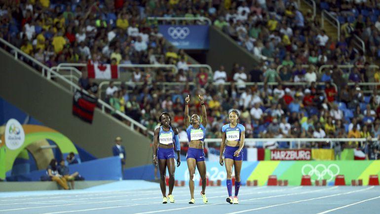Сегодня. Рио-де-Жанейро. Американки празднуют выход в финал эстафеты. Фото AFP