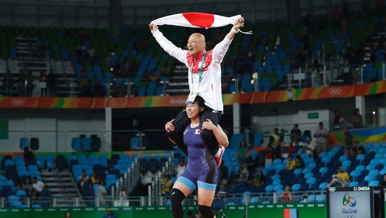 Среда. Рио-де-Жанейро. Сара ДОШО ликует со своим тренером. Фото REUTERS