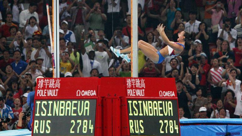 18 августа 2008 года. Пекин. Елена ИСИНБАЕВА и ее мировой рекорд - 5,05! Фото AFP