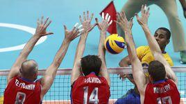 Сегодня. Рио-де-Жанейро. Бразилия - Россия - 3:0. ЛУКАРЕЛЛИ пробивает блок российской сборной.