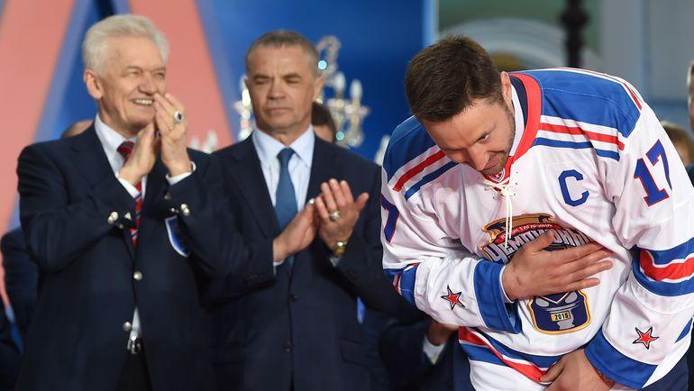Геннадий ТИМЧЕНКО (слева), Александр МЕДВЕДЕВ (в центре), Илья КОВАЛЬЧУК. Фото photo.khl.ru