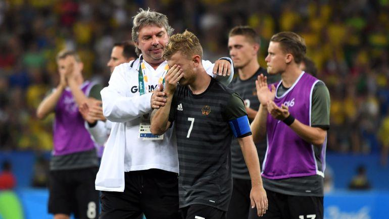 После поражения даже железные немцы не могли сдержать слез. Фото AFP