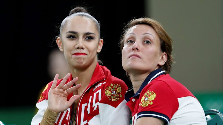 Маргарита МАМУН (слева) и ее тренер Амина ЗАРИПОВА. Фото AFP
