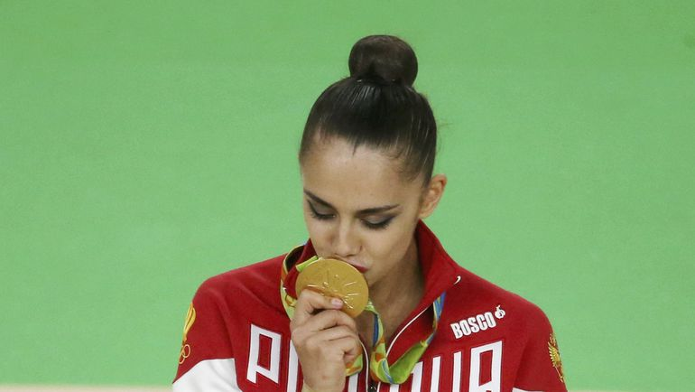 Маргарита МАМУН с медалью. Фото REUTERS