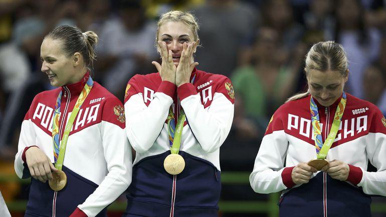 Российские гандболистки на пьедестале с золотыми медалями. Фото REUTERS