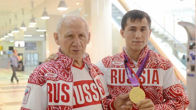 Виктор КУЗНЕЦОВ (слева) и его подопечный Роман ВЛАСОВ. Фото Алексей ВЬЮГИН