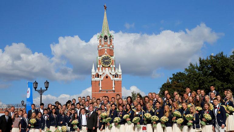 Вчера. Москва. Медалисты Рио на Красной площади. Фото REUTERS