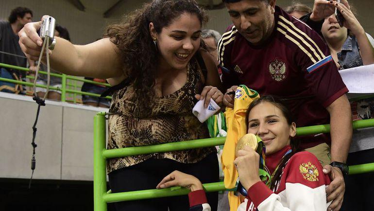 20 августа. Рио-де-Жанейро. Екатерина ИЛЬИНА: чемпионское селфи. Фото AFP