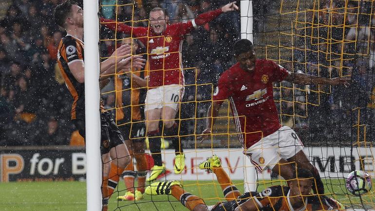 "Суббота. Кингстон-апон-Халл. ""Халл"" - ""Манчестер Юнайтед"" - 0:1. 90+2-я минута. Гол Маркуса РЭШФОРДА (справа) принес победу ""МЮ"". Фото REUTERS"