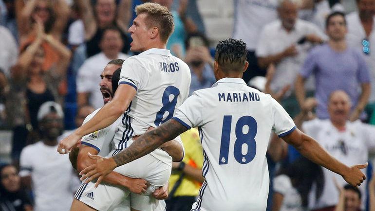 """Суббота. Мадрид. """"Реал"""" - """"Сельта"""" - 2:1. Хозяева поздравляют Тони КРООСА с забитым мячом. Фото REUTERS"""