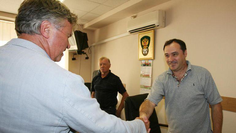 """Виктор ЗИНЧЕНКО (справа) и Гус ХИДДИНК в 2006 году. Фото Александр ФЕДОРОВ, """"СЭ"""""""