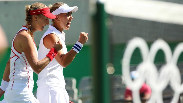 Екатерина МАКАРОВА (слева) и Елена ВЕСНИНА. Фото REUTERS