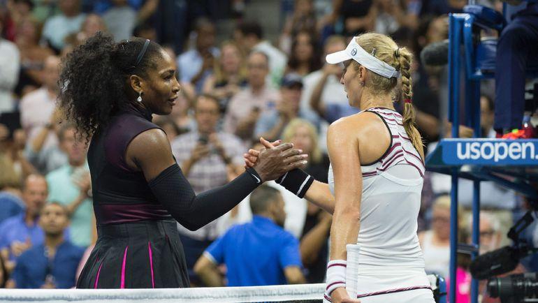 Вчера. Нью-Йорк. Екатерина МАКАРОВА (справа) поздравляет Серену УИЛЬЯМС. Фото AFP