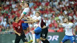 Вчера. Анталья. Турция - Россия - 0:0. Станислав ЧЕРЧЕСОВ применил новую схему, выставив пять защитников.