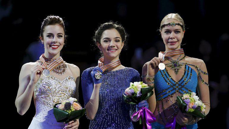 Евгения МЕДВЕДЕВА (слева) - победительница последнего чемпионата мира, Анна ПОГОРИЛАЯ (справа) - бронзовый призер. Фото REUTERS