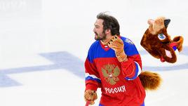 """Сегодня. Санкт-Петербург. СКА – """"Лада"""" – 5:1. Александр ОВЕЧКИН развлекает детей."""