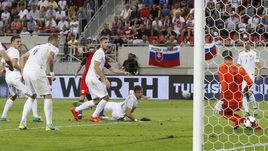 Сегодня. Трнава. Словакия - Англия - 0:1. 90+5-я минута. Гол Адама ЛАЛЛАНЫ в ворота Матуша КОЗАЧИКА.
